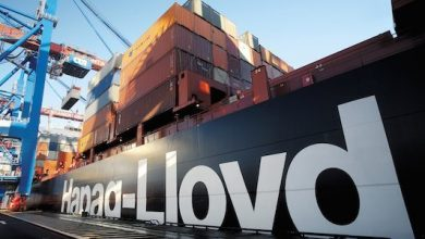 Photo of Hapag-Lloyd boxship stranded in Genoa with technical issues
