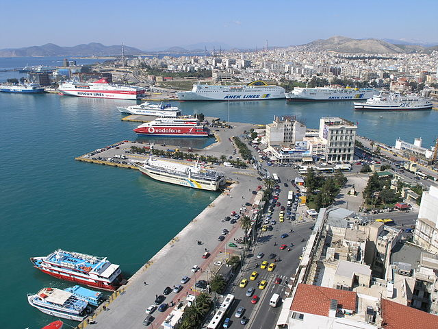 Revenues from shipping in Greece fell 60% in July