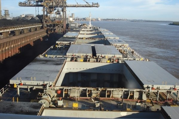 Diana fixes panamax bulker to Glencore Grain