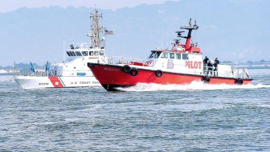 Photo of Coast Guard closes section of Ohio River after tow boat sinks