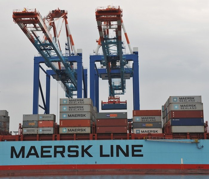 Crane operator dies as boom collapses onto boxship in Bremerhaven