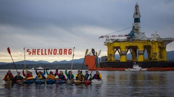 Kayaktivists in Portland on vigil to blockade Shell icebreaker