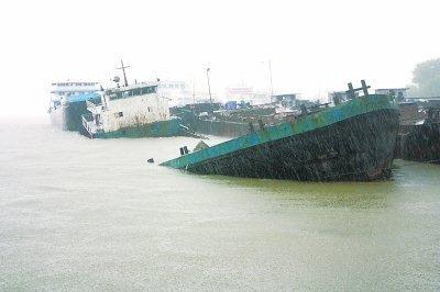 Chinese bulker sinks off Wuhan