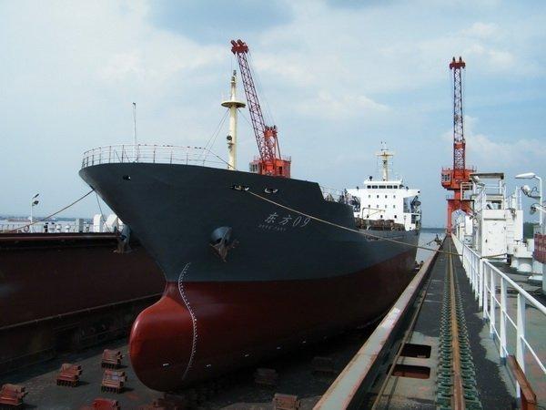 Bulker runs aground off Fuzhou