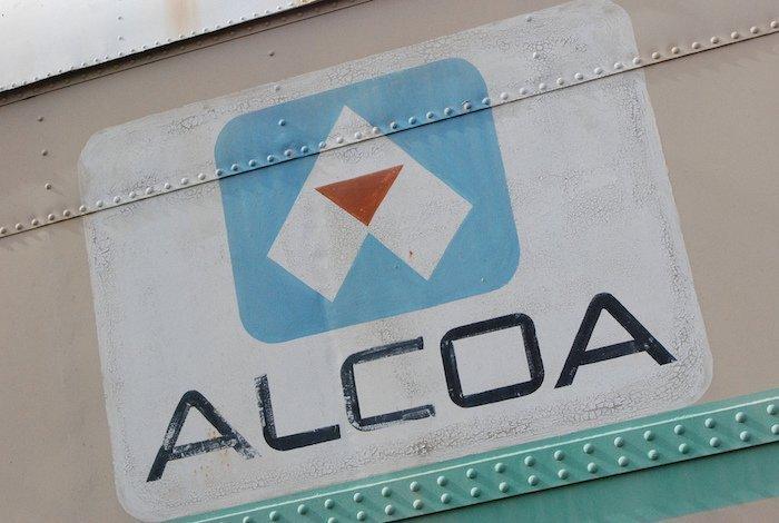 Australian unions denounce Alcoa's decision to hire foreign crew
