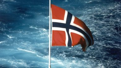 Photo of Norwegian flag to allow bareboat charter registration and deregistration