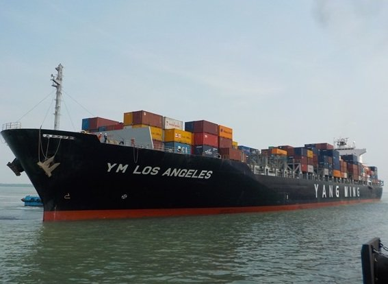 The 4,923 teu YM Los Angeles sets new boxship scrapping records