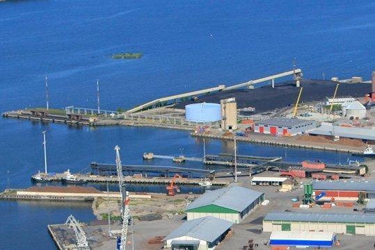 Crane collapses at Finnish port