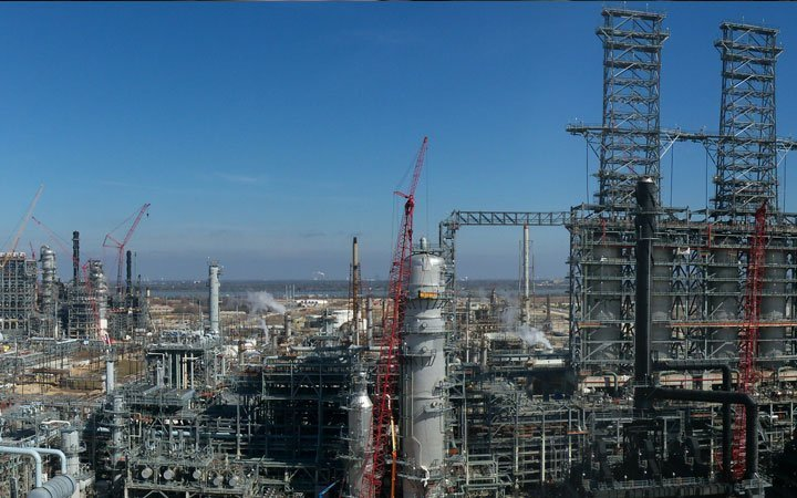 Largest US refinery restarts production after Harvey shutdown