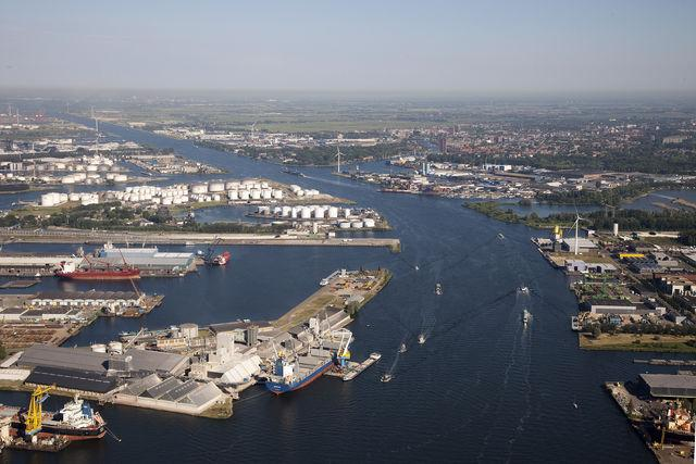 Amsterdam readies LNG bunkering service