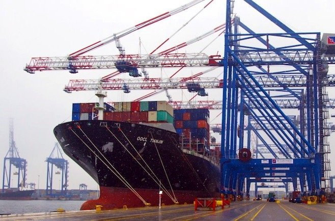 CMA CGM extends charter for Global Ship Lease boxship