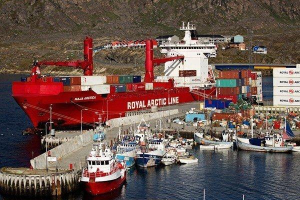 Royal Arctic Line orders boxship pair at Zamakona