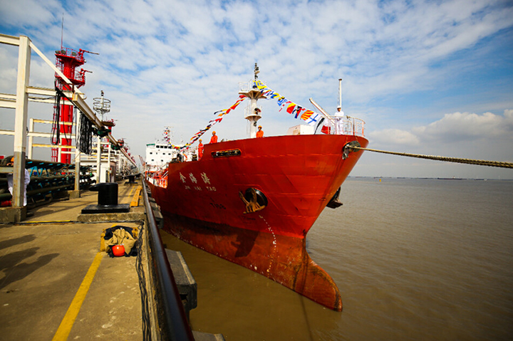 Cosco orders chemical tanker pair at Chongqing Chuandong