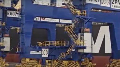 Photo of MSC boxship takes out crane in Mumbai