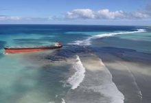 Photo of Bulk carrier sitting on reef off Mauritius starts to leak bunker fuel