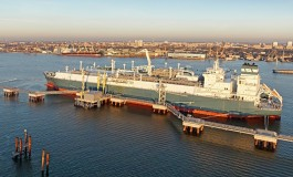 Höegh LNG secures financing for FSRU