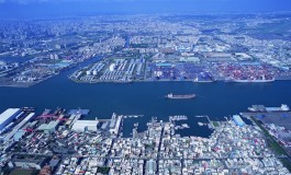 APL ship hits Kaohsiung berth