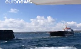 Elderly ship splits in two off Istanbul