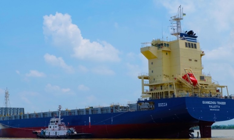 Lomar Shipping exercises options at Yangzijiang