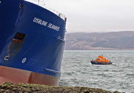Stranded DFDS Seaways boxship refloated