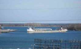 Canadian bulker runs aground in Michigan waters
