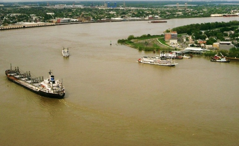 Fuel spills into Mississippi River at New Orleans during bulk carrier's bunkering