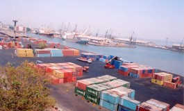 Indian port, dock workers call off strike