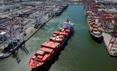 Melbourne port blockade forces ships to reroute
