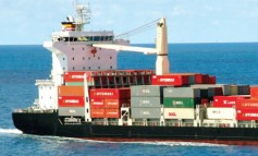 Samudera Shipping offloads containership