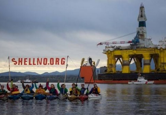 Protester finally comes down from Shell support vessel