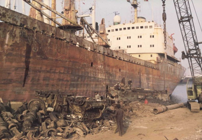 Bangladesh to clamp down on shipbreakers