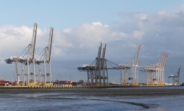 Container reachstacker on fire in Southampton