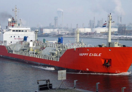 Ship prang sparks traffic chaos in Rotterdam