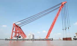 Crane fall kills worker at Yangzhou Wanlong Shipbuilding