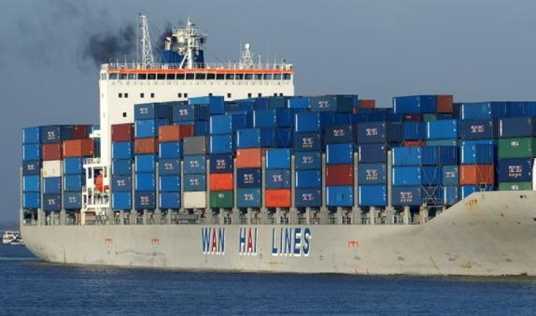 Bunker leak following boxship collision off Johor