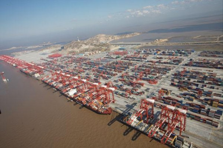 Congestion at Yangshan Port causes delays for lines